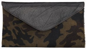Brave Leather Chapa hairy camo