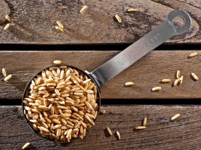 Oatmeal is full of soluble fibre and will help you to flatten your belly by keeping you full longer and reducing blood cholesterol by flushing bad digestive acids from your system