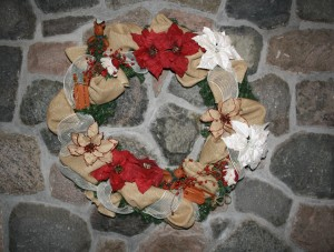 How to create a modern holiday wreath