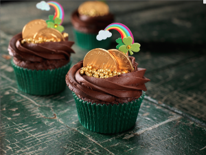 Going Green for St. Patricks Day- Pot of Gold Cupcakes