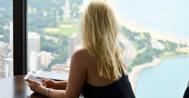 Solo Travel Tips: 7 Ways to Make Friends When You're Travelling alone