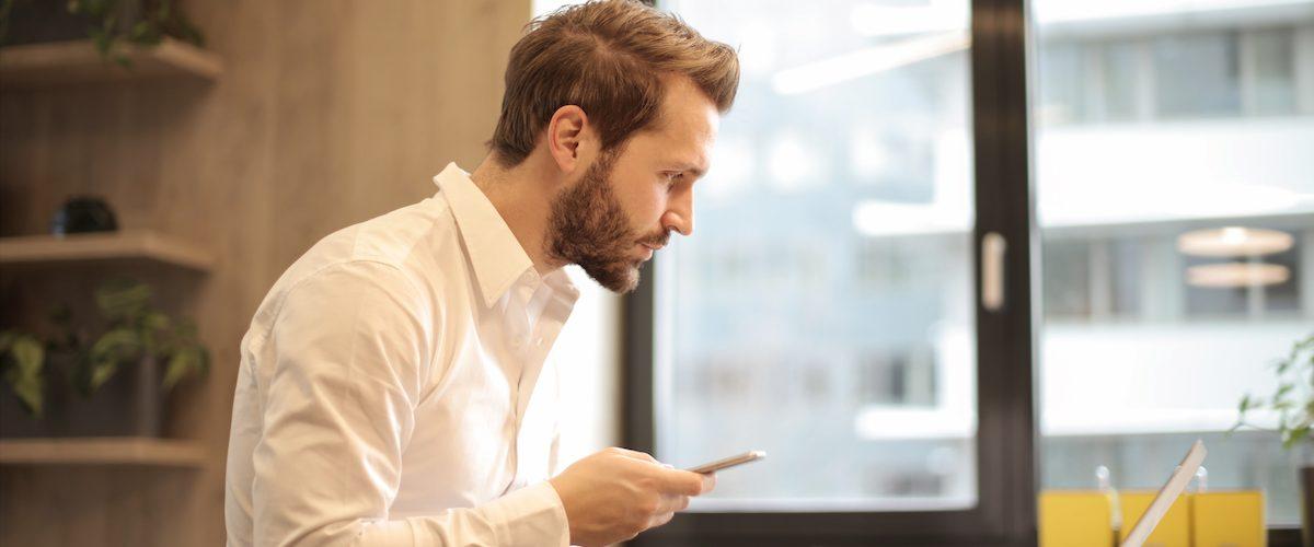 Red Alert: 6 Ways to Spot an Online Dating Scammer
